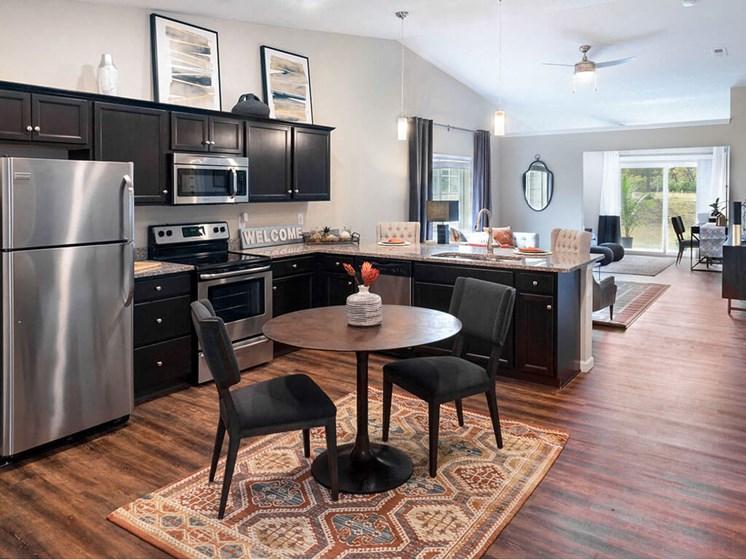 Cuyahoga Falls Apartment Rentals Redwood Living Redwood Cuyahoga Falls Bath Road Forestwood Kitchen