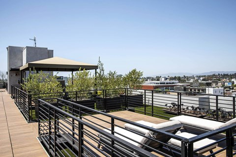 The Goldwyn Apartments In Los Angeles Roof Deck Lounge