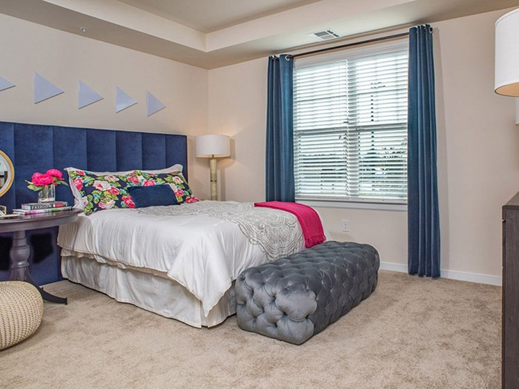 Beautiful Bright Bedroom With Wide Windows at Abberly Square Apartment Homes, Waldorf