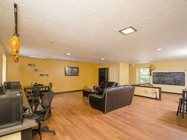 Leasing Office at Heritage Knoll Apartments