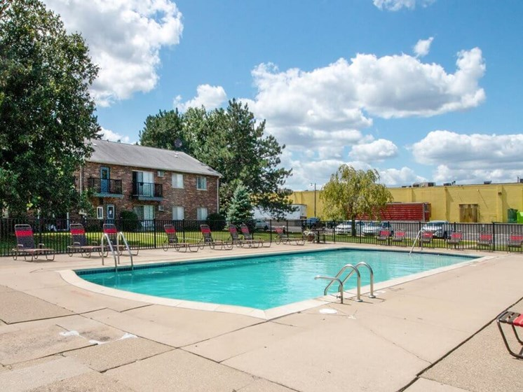 Swimming Pool at Warren Club Apartments