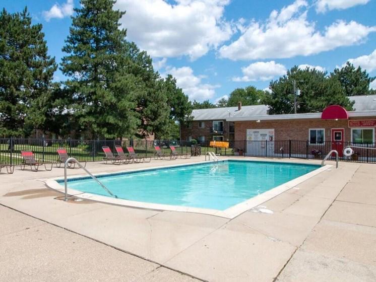 pool at Warren Club Apartments
