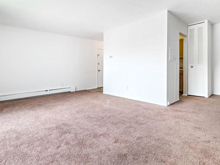 Apartment Living Room in Warren