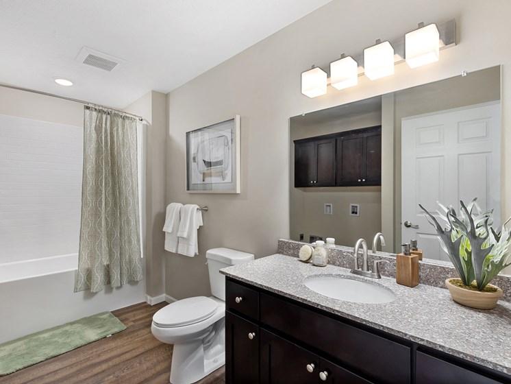 DeWitt Michigan Apartment Rentals Redwood DeWitt Bathroom