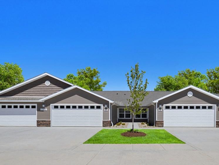 DeWitt Michigan Apartment Rentals Redwood DeWitt Exterior Garages