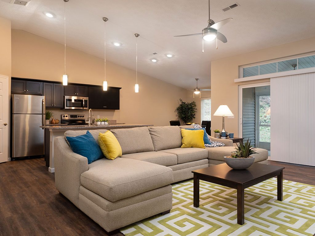 Brownstown Michigan Apartment Rentals Redwood Brownstown Telegraph Sibley Road Willowood Living Room Bright Light
