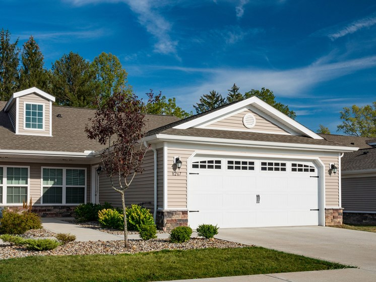 North Canton Ohio Apartment Rentals Redwood North Canton  Exterior Garages