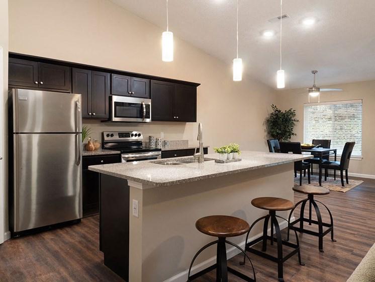 Louisville Kentucky Apartment Rentals Redwood Louisville Bardstown Bluff Road Willowood Open Kitchen Island