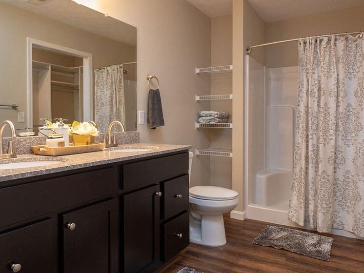 Monroe North Carolina Apartment Rentals Redwood Living Redwood Monroe Bathroom