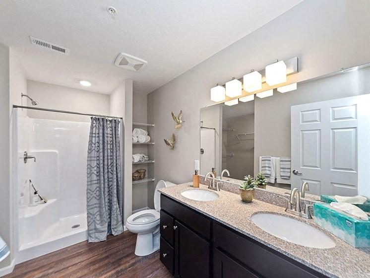 Charlotte North Carolina Apartment Rentals Redwood Living Redwood Charlotte Ridge Road Bathroom