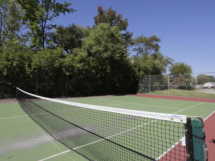Town & Country Apartments tennis court