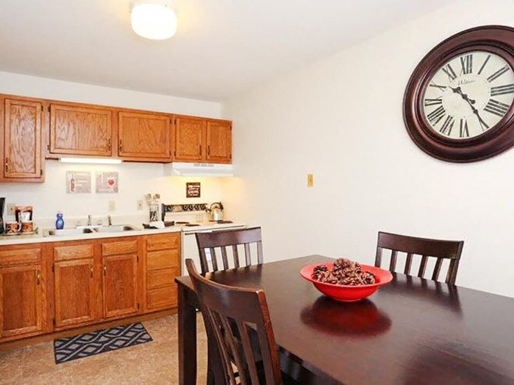 dining room at Town & Country Apartments