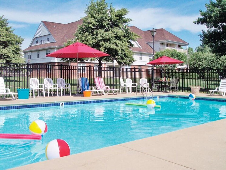 Apartments in Urbana IL with 4 Swimming Pools