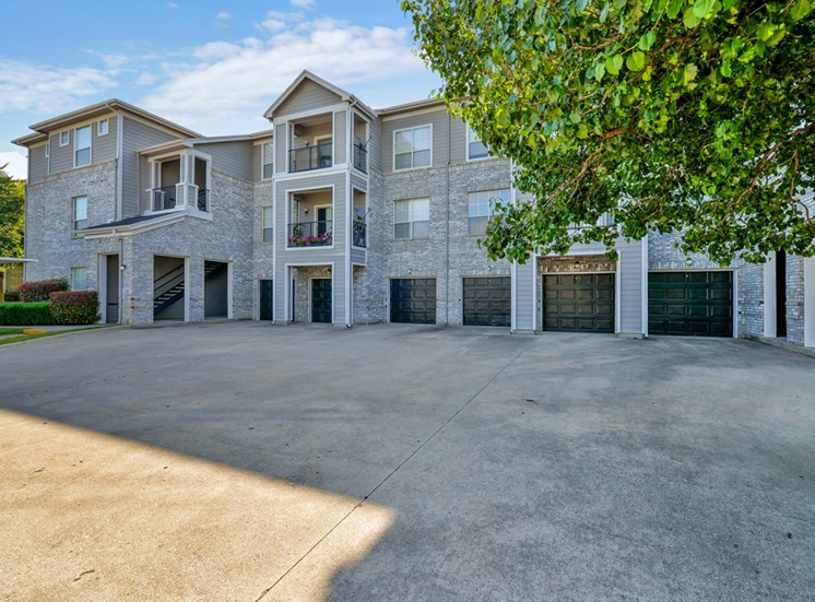 Garages and covered parking at Greysons Gate in North Dallas, TX. For Rent, Now leasing 1, 2 and 3 bedroom apartments.