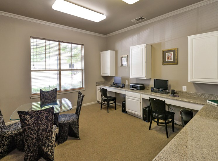 Fully equipped business center at Greysons Gate in North Dallas, TX. For Rent. Now leasing 1, 2 and 3 bedroom apartments.