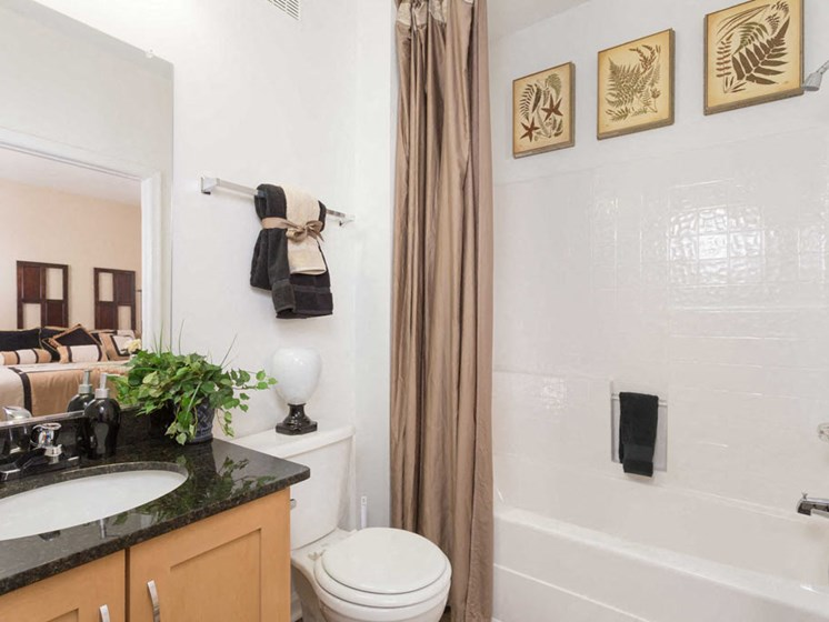 Habour Breeze Apartment Homes decorated bathroom