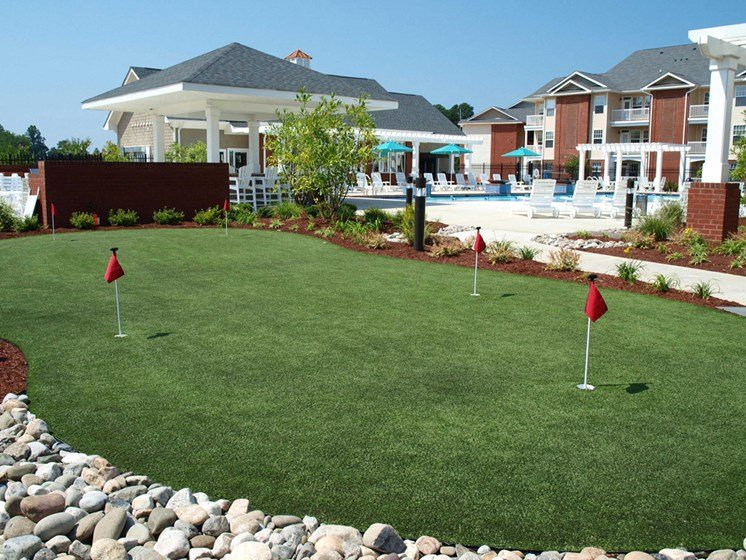 outdoor putting green for enterainment and recreation at 1200 Acqua Apartment homes