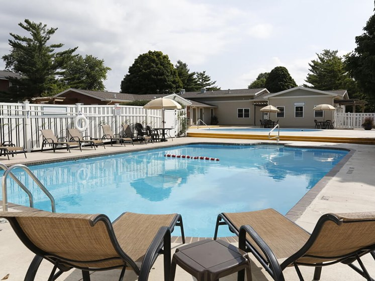 apartments in Bloomington IL with 2 swimming pools