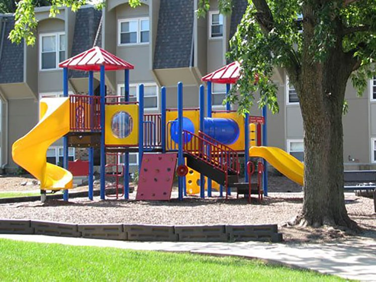 apartments in Bloomington, IL with playgrounds