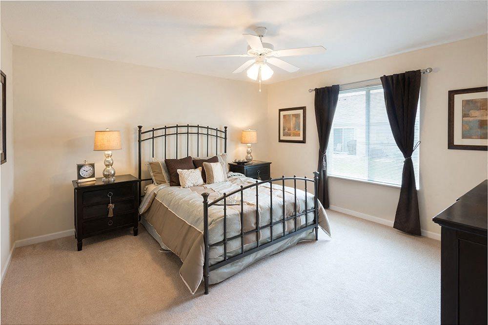 "Brunswick-OH-apartment-rentals-redwood-plum-creek-stoney-run-bedroom""/"