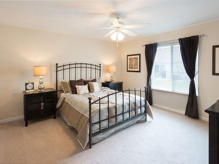 Brunswick-OH-apartment-rentals-redwood-plum-creek-stoney-run-bedroom