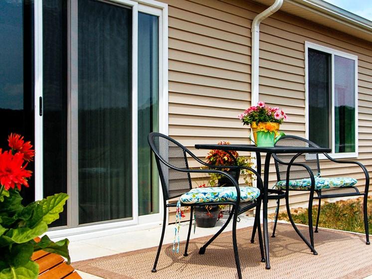 Brunswick Ohio Apartment Rentals Redwood Living Stoney Run Plum Creek Personal Patio