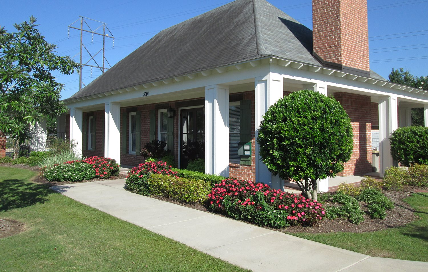 Clubhouse Exterior at Highlands of Grand Pointe Apartments in Lafayette, LA