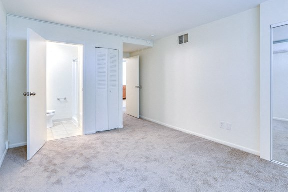 Amherst MAnor Apartments - Bedroom 2