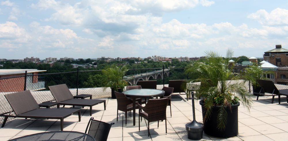 Apartments with Roof Deck And Relaxing Area