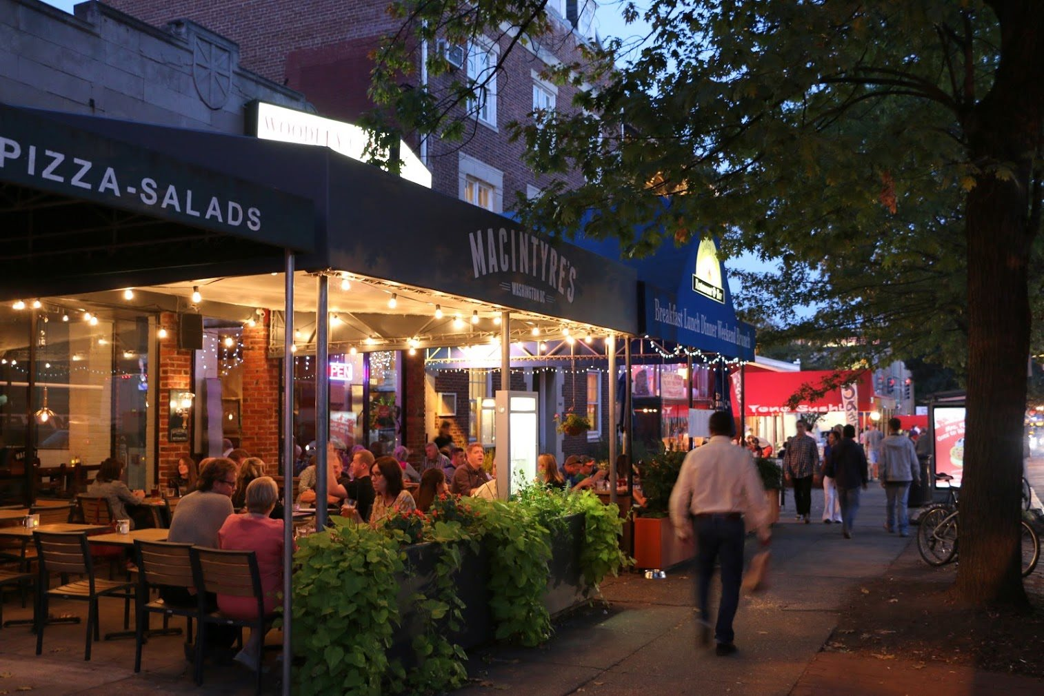 Easy Dining and Shopping Near to Calvert House, Woodley Park, DC
