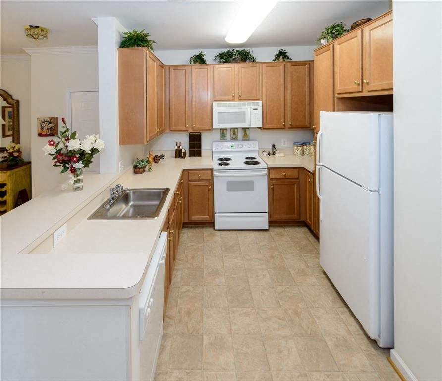 Glossy White Kitchen With Oak Cabinets