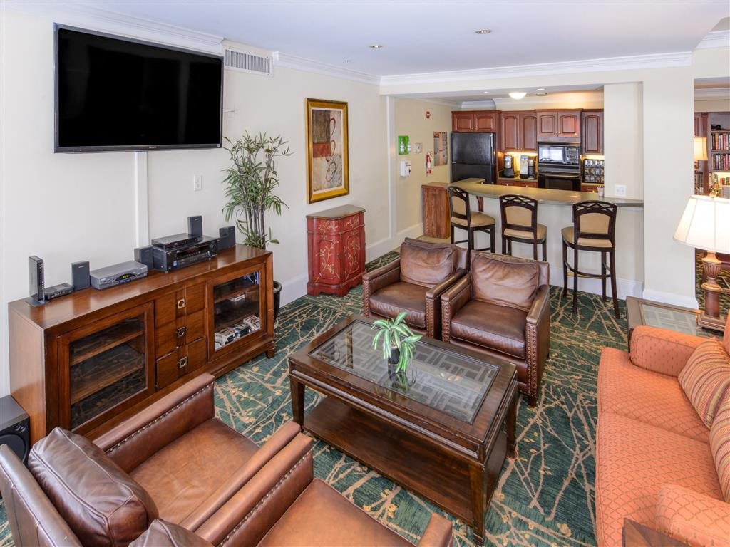 Exclusive 24 Hour Community Lounge Room With Full Kitchen