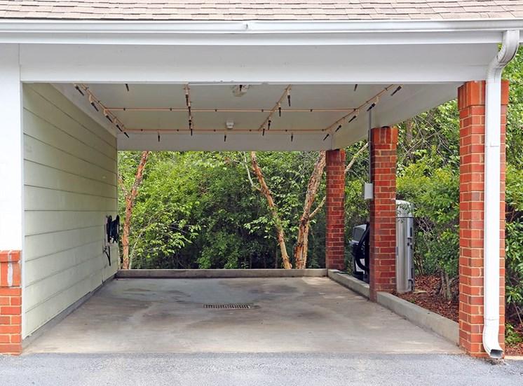Governors Gate apartments car care center in Pensacola, Florida