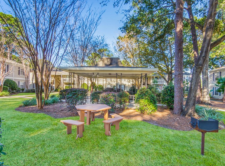 Woodcliff apartments BBQ and picnic area in Pensacola, Florida