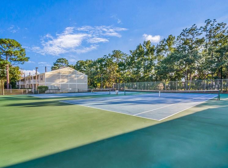 Woodcliff apartments tennis courts in Pensacola, Florida