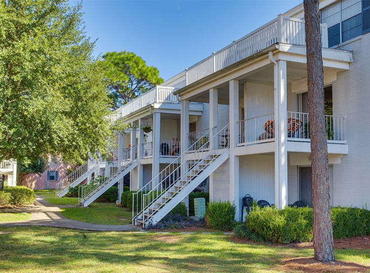 Jamestown Estates apartment residences in Pensacola, Florida