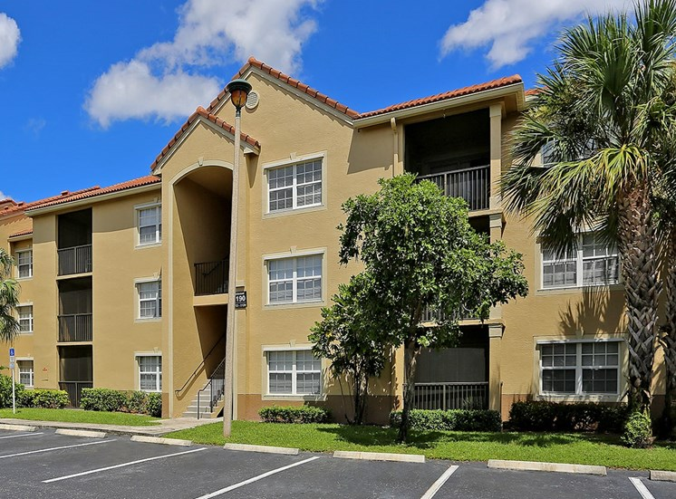 Woodbine apartment residences in Riviera Beach, Florida