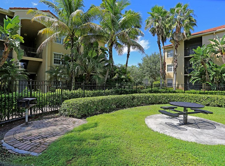 Woodbine apartments BBQ and picnic area in Riviera Beach, Florida