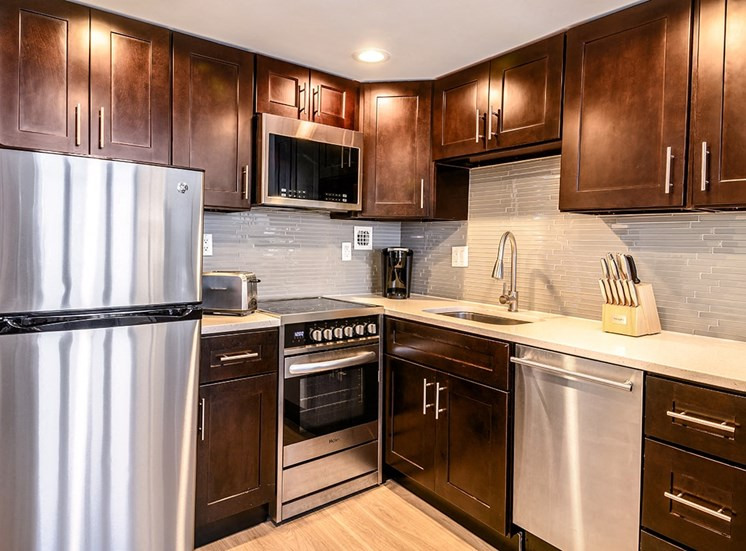 The Georgian's apartments feature stainless steel appliances, wood cabinets and granite countertops