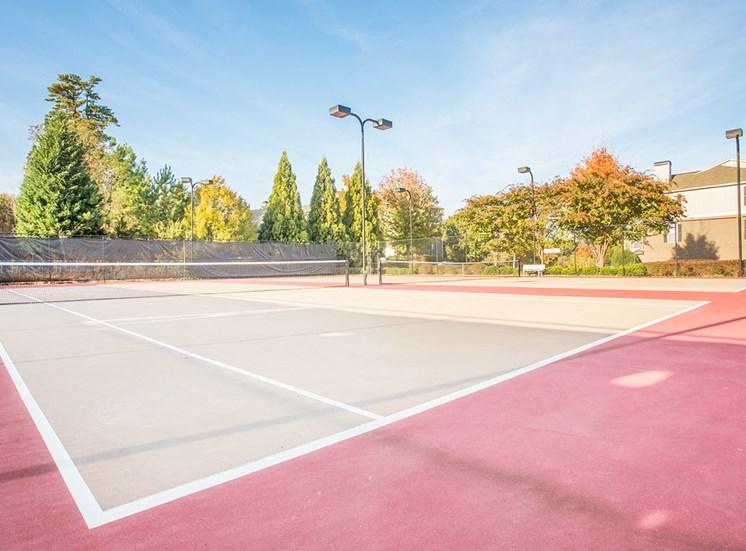 Barrett Walk Apartments tennis courts in Kennesaw, GA
