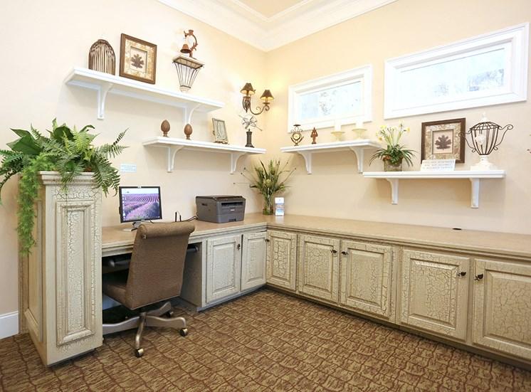 Barrett Walk Apartments business center in Kennesaw, GA