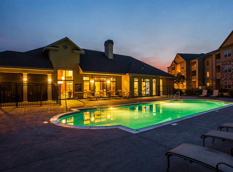 Settlers' Creek apartments swimming pool in Fort Collins, Colorado