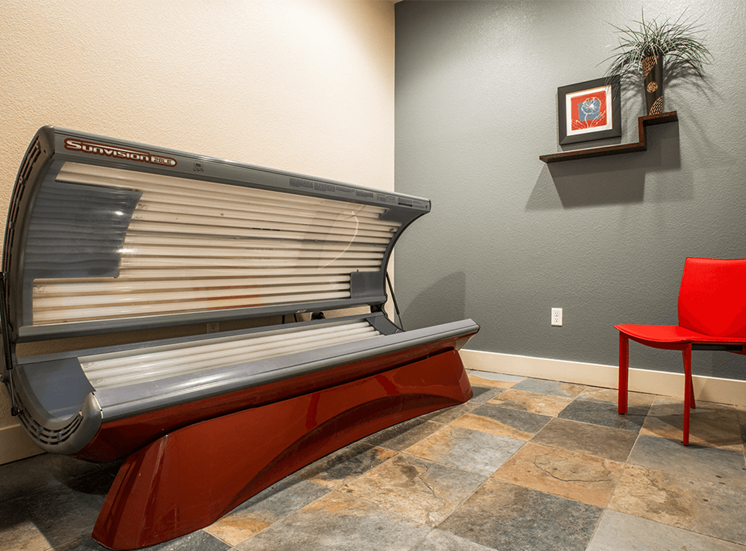 Settlers' Creek apartments tanning bed in Fort Collins, Colorado