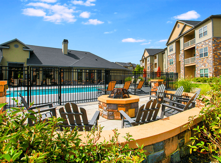Settlers' Creek apartments poolside fire pit in Fort Collins, Colorado