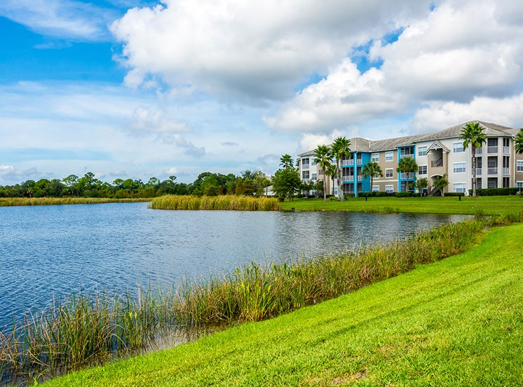 Mallory Square apartments with waterfront views in Tampa, Florida