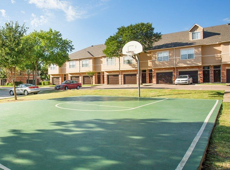 Verandah at Valley Ranch apartments basketball court in Irving, Texas