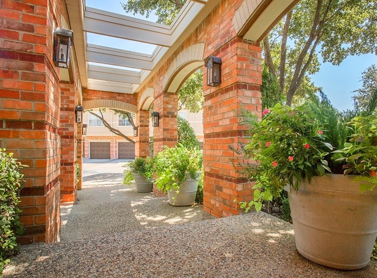 Verandah at Valley Ranch apartments verandah in Irving, Texas