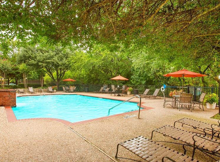Retreat at Spring Park apartments swimming pool in Garland, TX