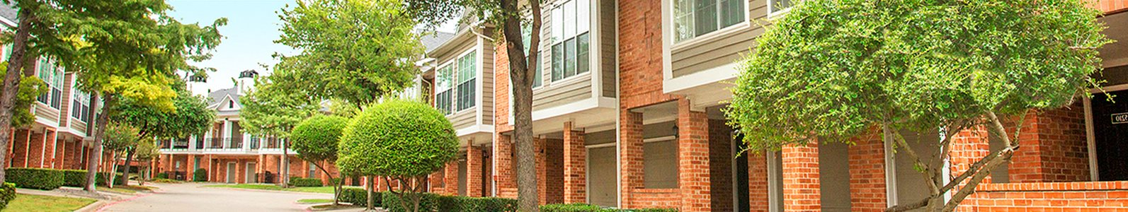 Retreat at Spring Park in Garland features a pool, fitness center, and apartments with fully equipped kitchens