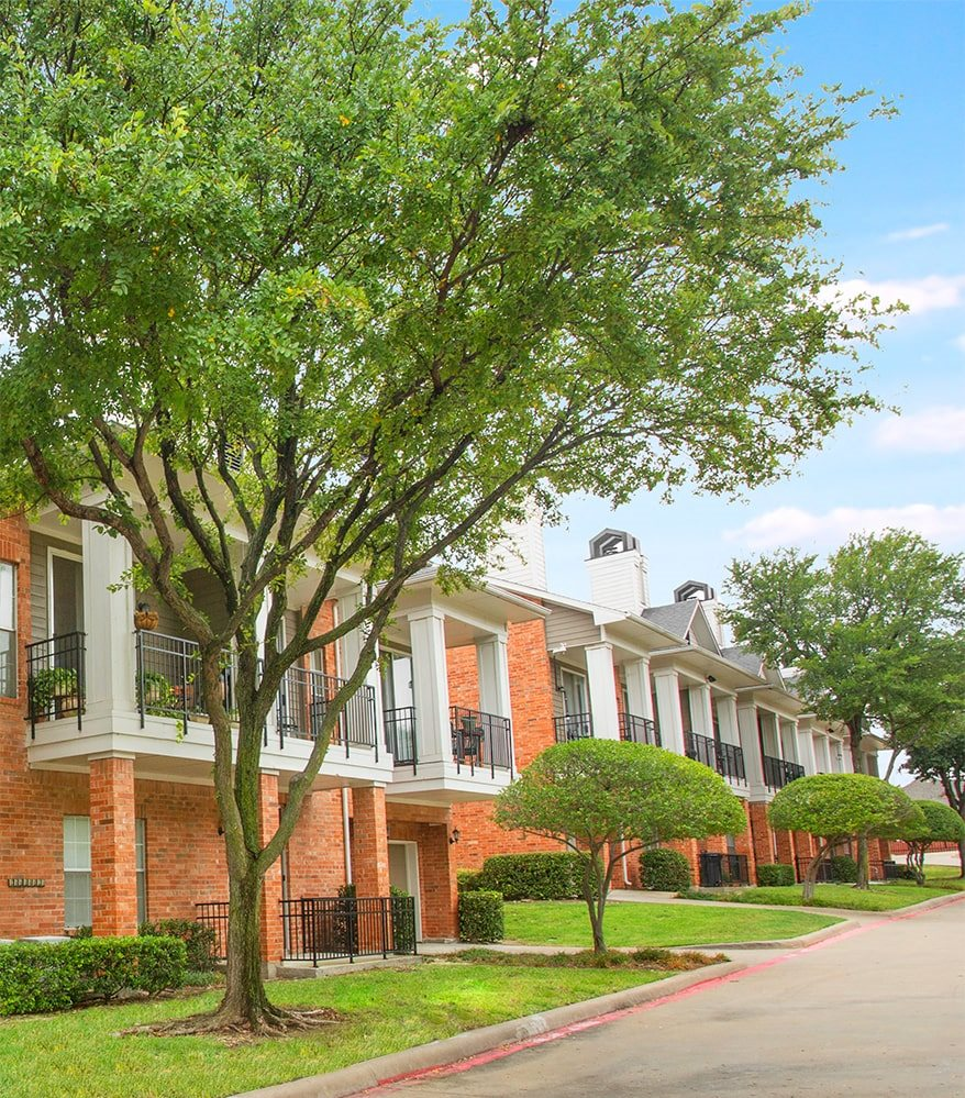 Garland, TX apartments with private garages and driveways for rent